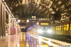 """Leider fahren alle DT5-Züge als """"Bitte nicht einsteigen"""" ein - das ist eine Automatik..."""