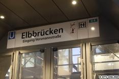 Drei Wochen vor der Eröffnung hängen bereits sämtliche Schilder und Zugzielanzeigen.