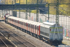 Die RADVE-111 fuhr nach dem Abkuppeln weiter Richtung Eidelstedt; da der Gleisanschluss nicht elektrifiziert ist, musste die DB mit einer Diesellok aushelfen. Sie befindet sich bereits am Zugschluss.