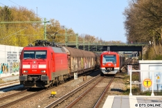 Am nächsten Morgen erreichte mich die Info, dass der Zug noch nicht in Barmbek Gbf (GUB bei Rübenkamp) angekommen sei. So machte ich mich auf den Weg, um den Zug ein weiteres Mal abzulichten. Beim Warten gab es ein kleines Wettrennen zwischen der EG 3109 und 4045 auf der S1, welche aufgrund des Hp Alte Wöhr nun den kürzeren zog...