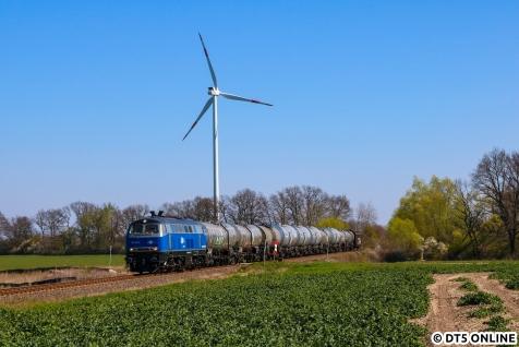 Als erstes Ziel wurde der EGP-Güterzug EK53059 an einem Feldweg zwischen Kuhsdorf und Kuhbier festgehalten.