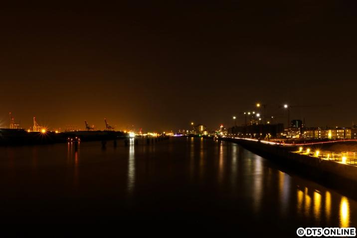 Natürlich darf auch ein Blick die Elbe abwärts nicht fehlen. Damit ging ein gut fünfzehnstündiger Fotoausflug mit Freunden höchst erfolgreich zuende.