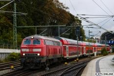 Währenddessen dieselte die 218 453 aus dem Kieler Hbf.