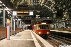 Ziel war, den Hanseaten bei seiner ersten Fahrt in den neuen Bahnhof nach dessen Eröffnung festzuhalten.