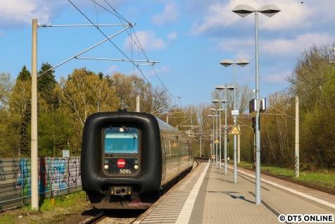 Ehe es mit dem RE8 heimwärts ging, rauschte die DSB mit ihrem Eurocity nach Hamburg durch. Noch ein Bild, das heute nicht mehr möglich ist.