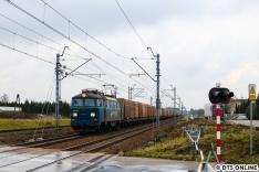 Als wir gehen wollten, schloss der Bahnübergang noch einmal. Eine ET22 von PKP Cargo fuhr durch.