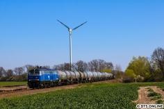 Bereits im April zeigte ich diese Bilder. Die frische EGP 218 201 zieht ihren Güterzug pünktlich durch den Osten, hier befindet er sich zwischen Kuhsdorf und Kuhbier.