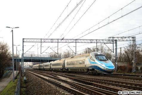 """Das Flagschiff der PKP Intercity dürfte der """"neue"""" Pendolino aus dem Hause Alstom sein. Er hält den polnischen Geschwindigkeitsrekord, bleibt aber aufgrund der Netzinfrastruktur deutlich unter seinen Möglichkeiten."""