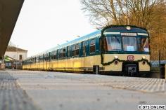 """Am 17. Februar feierte der Verein Historische S-Bahn Hamburg e.V. das fünfzigjährige Jubiläum """"seines"""" 470 128. Hier steht der geschmückte Zug in Pinneberg."""
