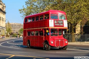 """Für London sind die Doppeldeckerbusse klassisch. Geschichte wird aber auch bewahrt, so fahren auf der Linie 15 zwischen Tower Bridge und Trafalgar Square auch die """"Heritage Routemaster"""" im Linienverkehr mit, zusätzlich zu den übrigen Fahrten."""