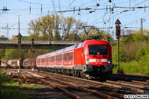 Häufiger Anlaufpunkt im ersten Halbjahr war der Lüneburger Gbf. Dort hielt ich auch mal den IRE nach Berlin mit 182 009 fest..