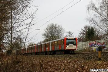 """Streckenbilder der U-Bahn sind was seltenes. Am 1. März hielt ich den """"Garstedt-Verstärker"""" mit DT3 in der Früh-HVZ am Bahnhof Sengelmannstraße fest. Auch diese Leistung inzwischen leider Geschichte."""