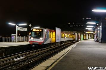 Eine legendäre Fototour mit Freunden begann mit diesem Bild um 3:27 am 2. März im noch nicht sanierten Bahnhof Landungsbrücken.