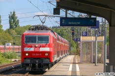 Zum Hafengeburtstag kam die ODEG mit ihrem KISS nach Hamburg. Hinter dem Zug folgte der RE1 mit 120 204, welche inzwischen verkauft wurde. Einer ihrer letzten Tage bei Regio Nordost. Rostock hat nur noch eine 120.2 für den RE1 inzwischen.
