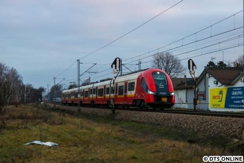 In Sulejówek bei Warschau fuhr uns eine S-Bahn vom Typ Pesa Elf vor die Linse.