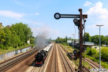 Regelmäßig veranstaltet Berlin macht Dampf Sonderfahrten im Berliner Raum. So auch am 19. Mai, wo die 52 8177 in Neukölln festgehalten wurde. Ein Klassiker.