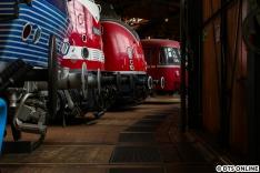 Neben diesen Schmuckstücken reiht sich nun unser 471 462 ein. Kurze Zeit später kam ein Berliner Zeitgenosse dazu, sodass nun in zwei verwandte S-Bahn-Baureihen in der Dauerausstellung zu sehen sind.