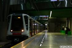 Es ging zurück in Richtung Stadion, wo uns dieser Leerzug noch begegnete. Auf der M2 fahren offenbar nur diese Züge, während auf der nicht besuchten Linie M1 andere Zugtypen eingesetzt werden.