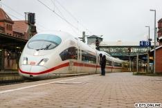 Aus dem Kapitel seltene Gäste sind auch die nächsten drei Fotos. Das erste zeigt den ICE 3 403 056 im Harburger Bahnhof, er fuhr zuvor als Ersatzzug nach Kiel.