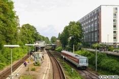 Eine Sonderfahrt auf der Hafenbahn unternahm 628 495. Hier ist der Triebwagen vom Sylt Shuttle Plus am Bahnhof Wandsbeker Chaussee festgehalten worden.